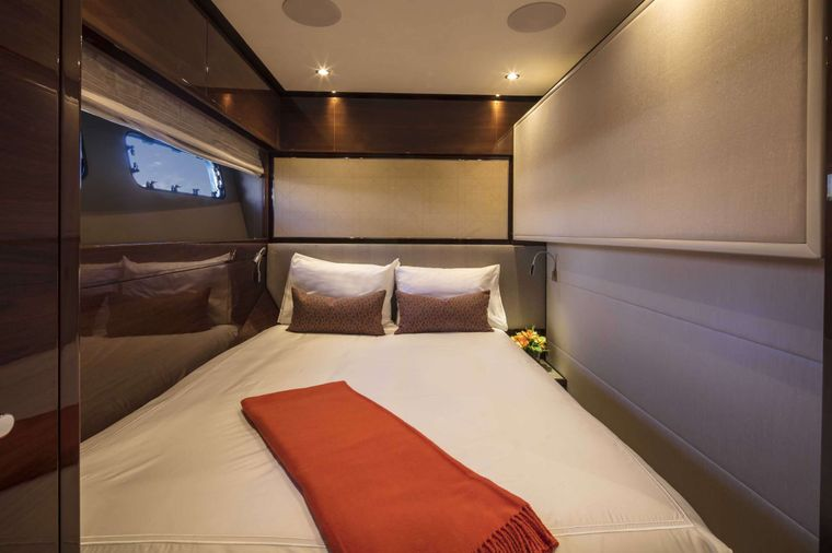 HOT PURSUIT Yacht Charter - Twin Converted to Queen