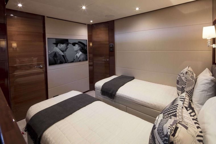 HOT PURSUIT Yacht Charter - 4th Guest Stateroom (unavailable unless single occupant of 6 guests)