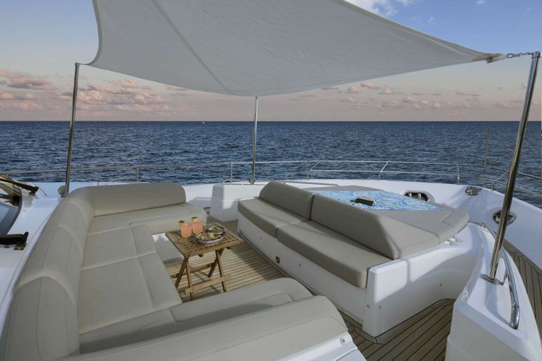 HOT PURSUIT Yacht Charter - Bow Sunpad and Seating