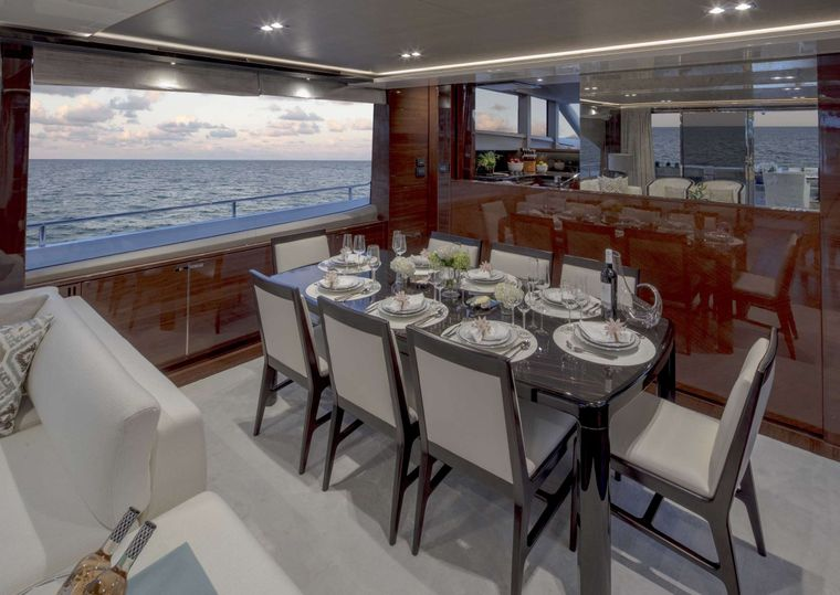 HOT PURSUIT Yacht Charter - Formal Dining