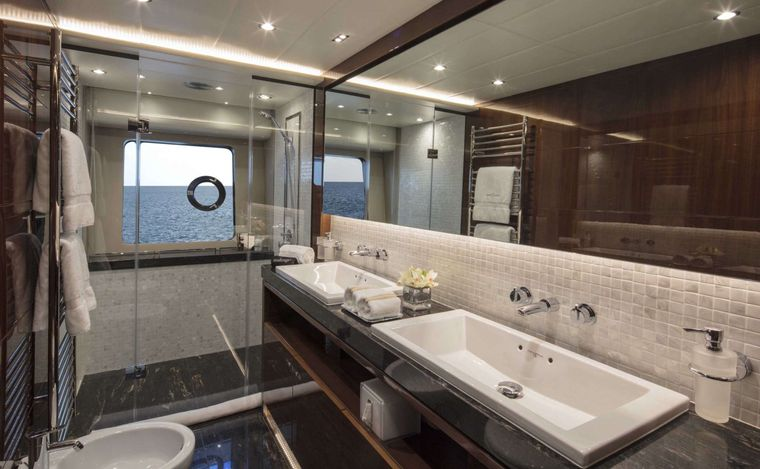 HOT PURSUIT Yacht Charter - Master Bathroom