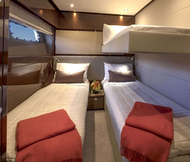 HOT PURSUIT Yacht Charter - Twin (Convertible) Stateroom
