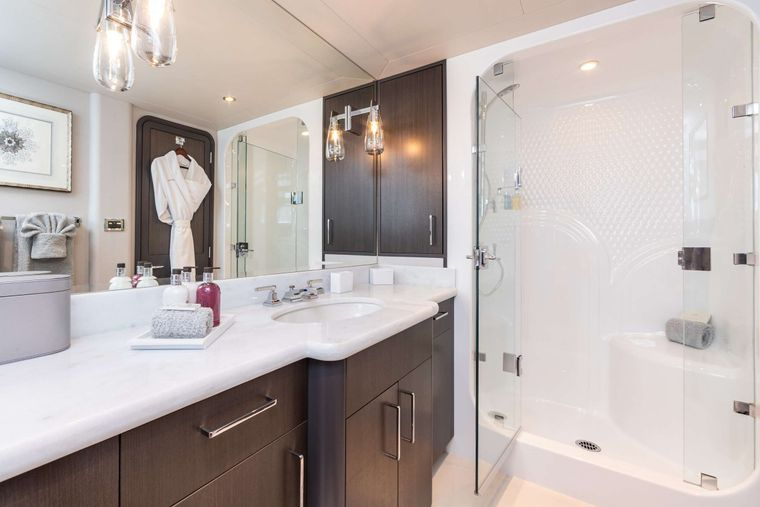NO BAD IDEAS Yacht Charter - King Stateroom 1 Ensuite