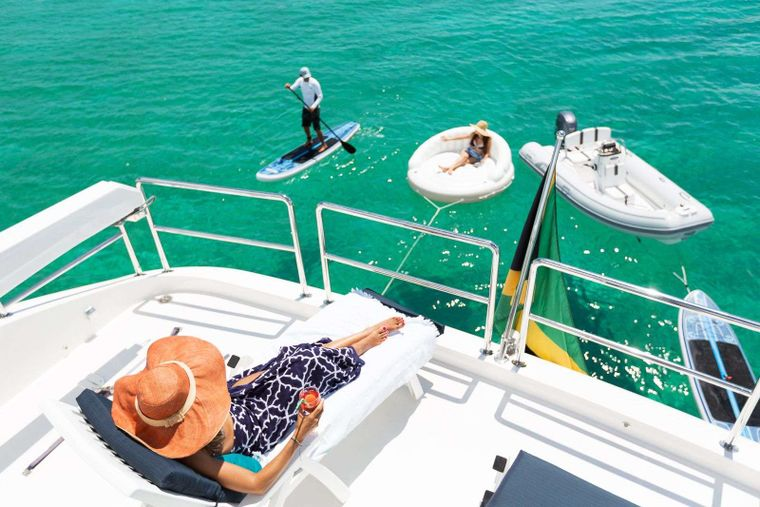 SEAGLASS 74 Yacht Charter - FB Loungers