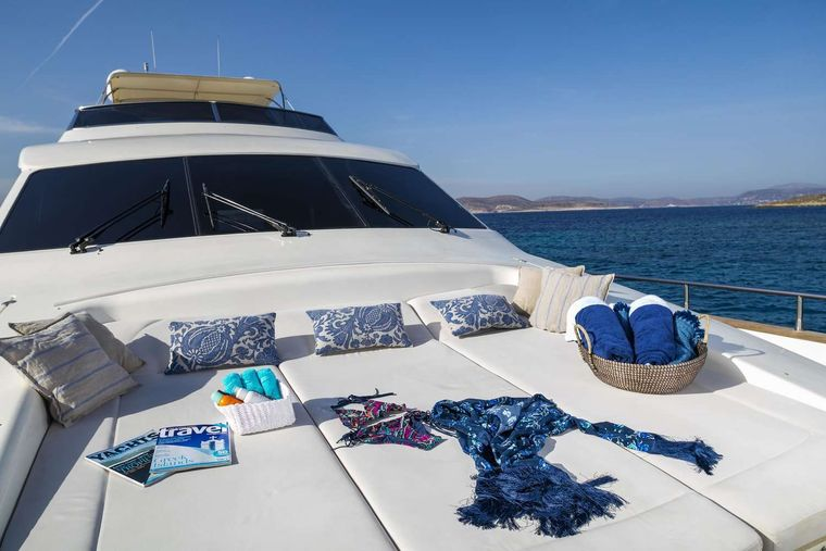 GORGEOUS Yacht Charter - Bow