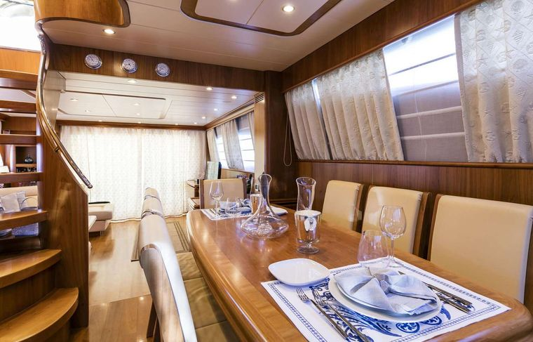 GORGEOUS Yacht Charter - Dining details