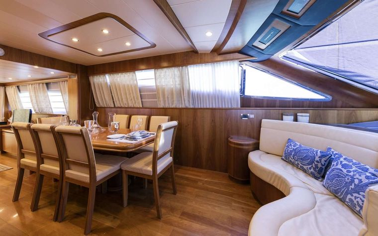 GORGEOUS Yacht Charter - Dining area