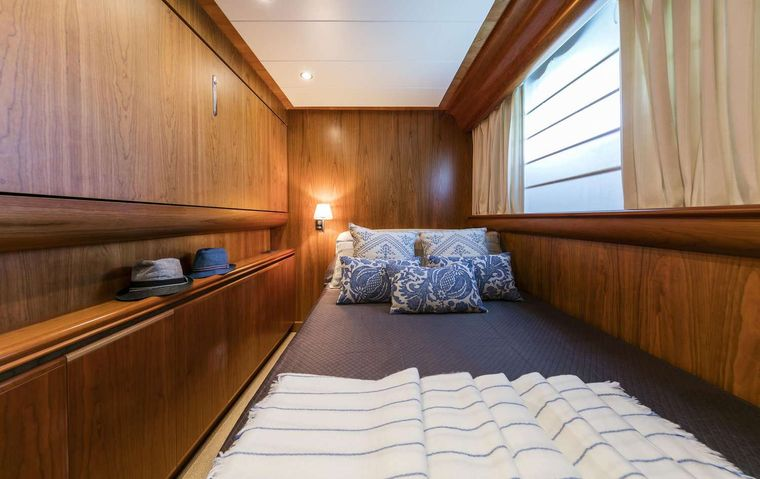 GORGEOUS Yacht Charter - Semi-double cabin