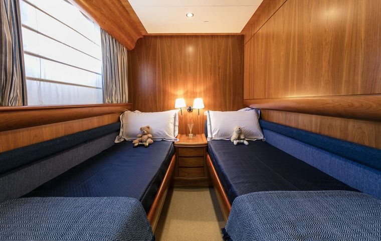 GORGEOUS Yacht Charter - Twin cabin