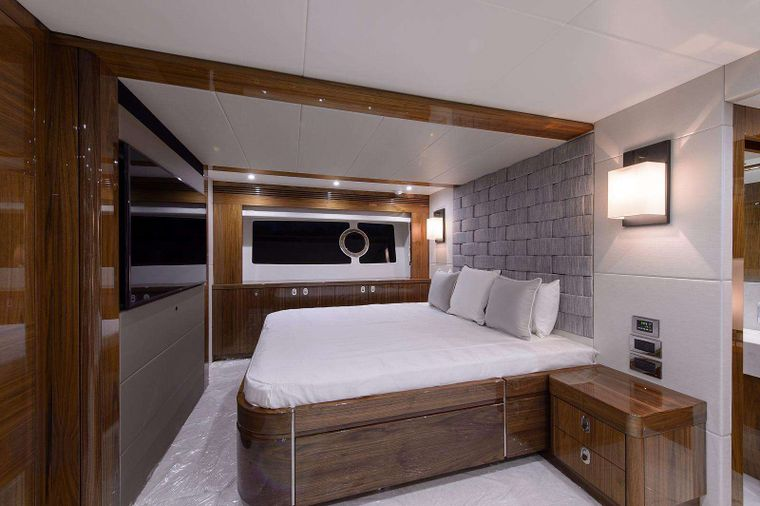 GOLDEN OURS Yacht Charter - Master Stateroom