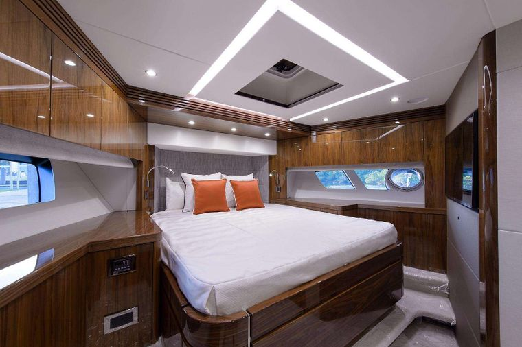 GOLDEN OURS Yacht Charter - VIP Stateroom