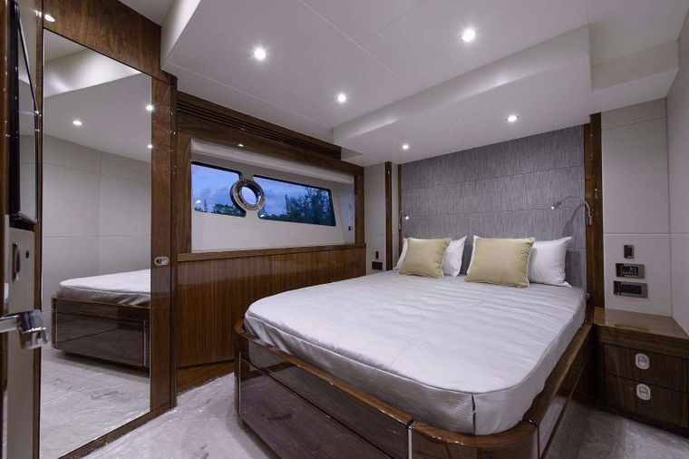 GOLDEN OURS Yacht Charter - Starboard Guest Stateroom