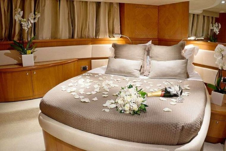 PRAXIS 4 Yacht Charter - Master cabin