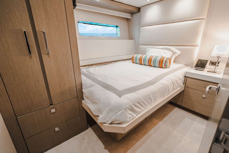 BELLA SKY Yacht Charter - Starboard Double Stateroom