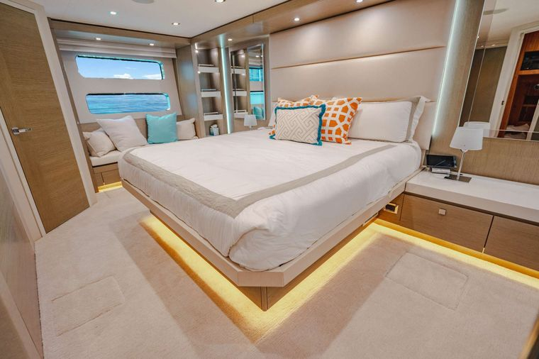 BELLA SKY Yacht Charter - King Master Stateroom