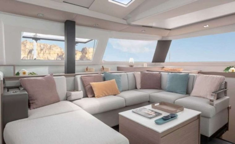 Dreamcatcher Yacht Charter - Bright and spacious salon