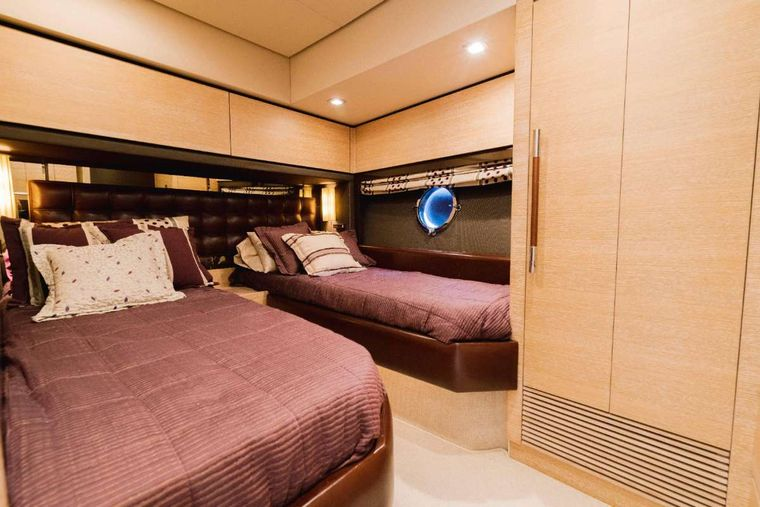 LUPO Yacht Charter - Queen Convertible Cabin