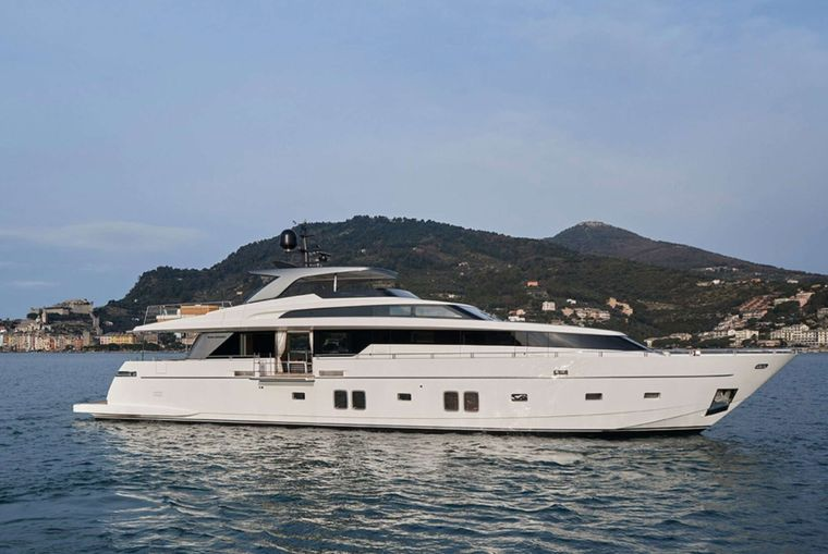 Lady White Yacht Charter - Ritzy Charters