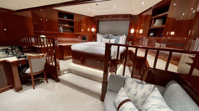 KASHMIR Yacht Charter - VIP Stateroom w/ couch
