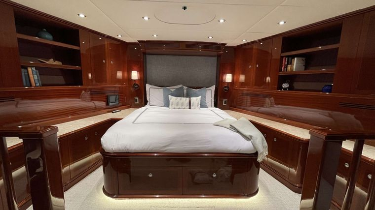 KASHMIR Yacht Charter - VIP Stateroom (King Bed)