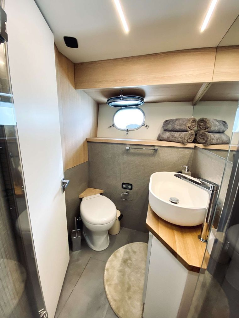 ALL WE NEED Yacht Charter - Double cabin head