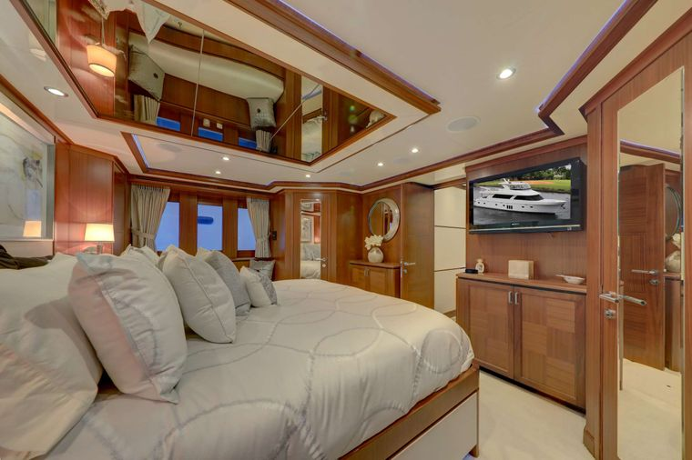 UNCORKED Yacht Charter - Master Stateroom Other