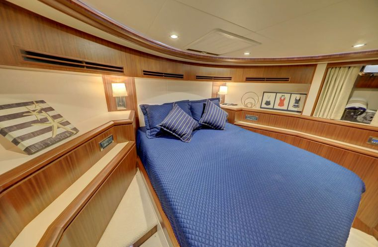 UNCORKED Yacht Charter - VIP Stateroom
