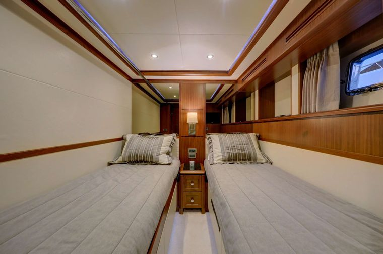 UNCORCKED Yacht Charter - Stbd Twin Stateroom