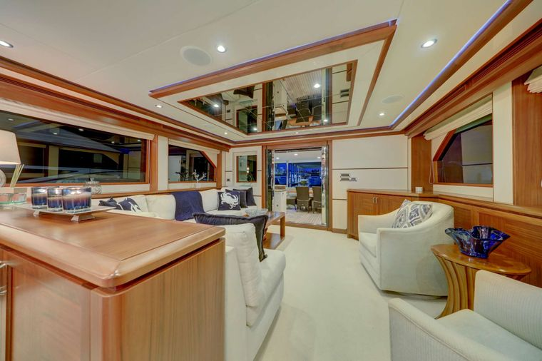 UNCORCKED Yacht Charter - Main Salon Facing Aft