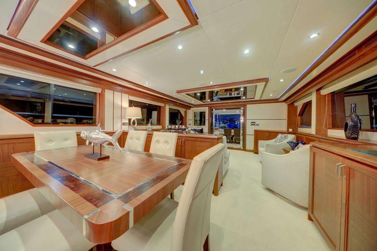 UNCORKED Yacht Charter - Dining