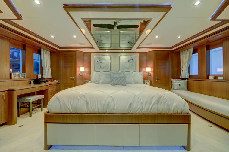 UNCORCKED Yacht Charter - Master Stateroom