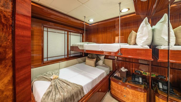 LADY LEILA Yacht Charter - Oversized twin with Pullman