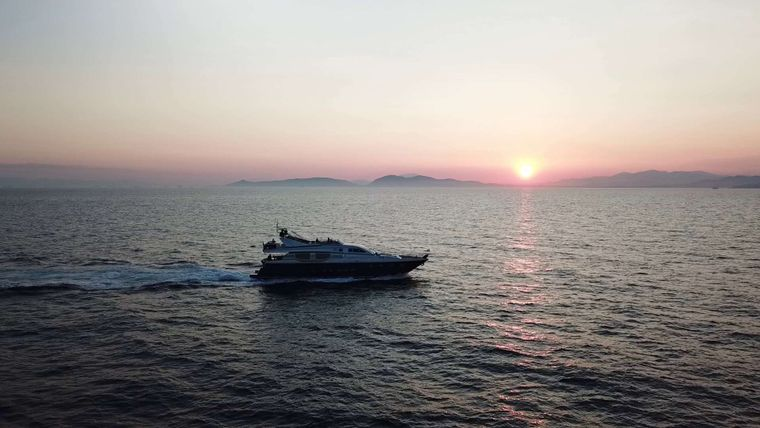 JOHNNY HANDSOME Yacht Charter - Ritzy Charters