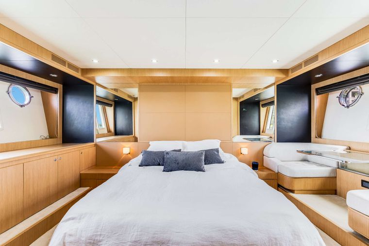 M3 Yacht Charter - Master Cabin Bed