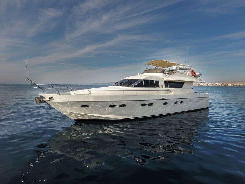 Blue N' White Yacht Charter - Ritzy Charters