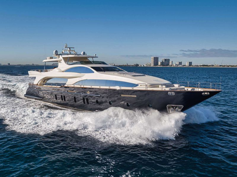 VIVERE Yacht Charter - Ritzy Charters