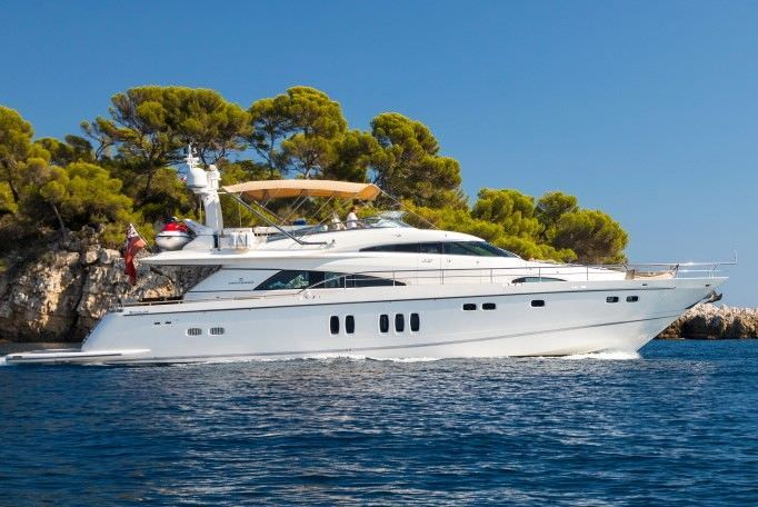 D5 Yacht Charter - Ritzy Charters