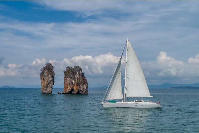 SILVERLINING Yacht Charter - Ritzy Charters