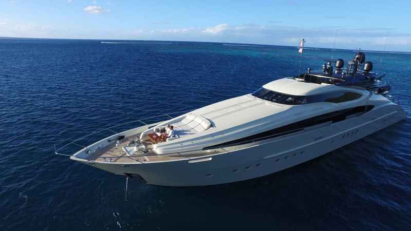VANTAGE Yacht Charter - Ritzy Charters
