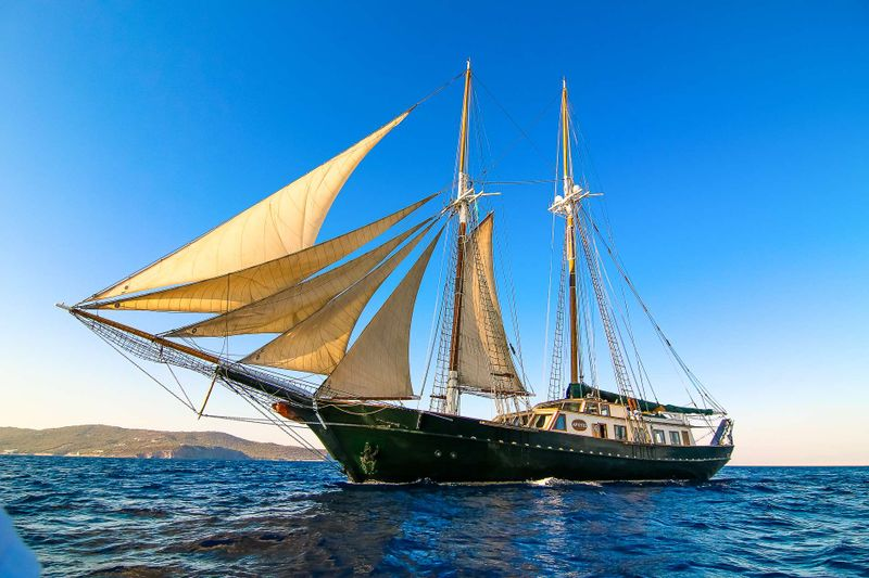 ARKTOS Yacht Charter - Ritzy Charters
