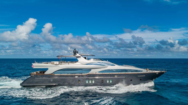 TAIL LIGHTS Yacht Charter - Ritzy Charters