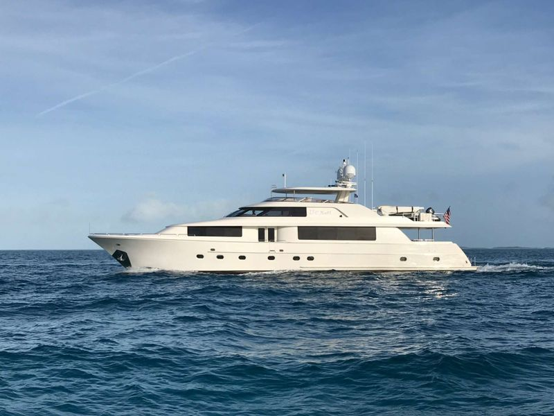 Boxer Yacht Charter - Ritzy Charters
