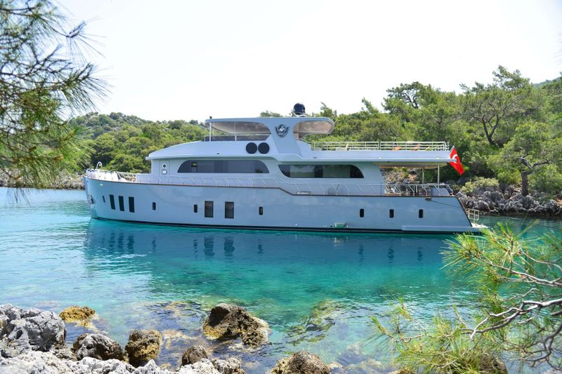 SIMAY F Yacht Charter - Ritzy Charters