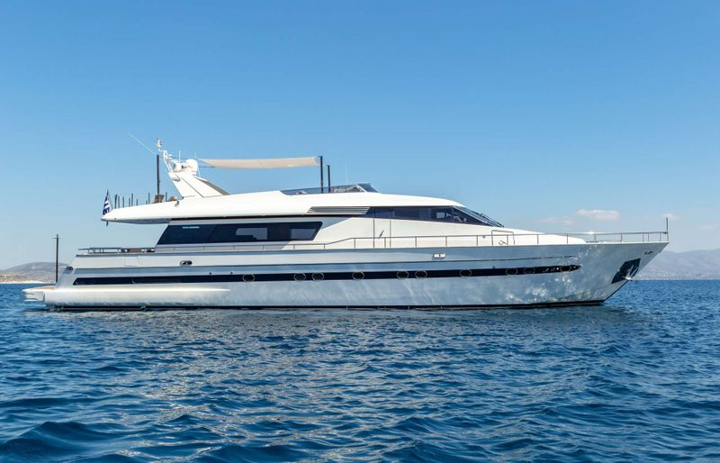 THE BIRD Yacht Charter - Ritzy Charters