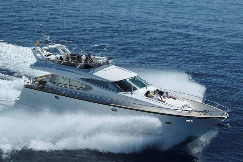 LIFESTYLE Yacht Charter - Ritzy Charters