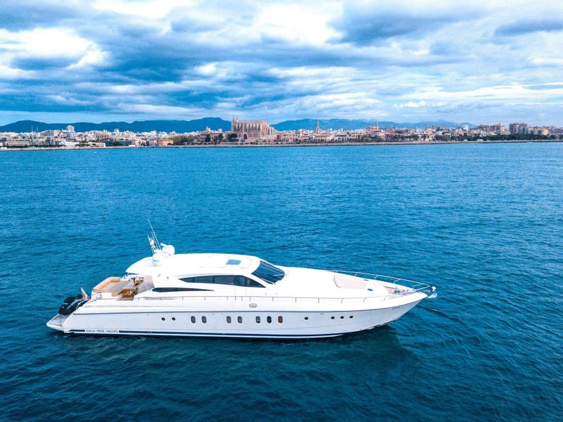 Double D Yacht Charter - Ritzy Charters