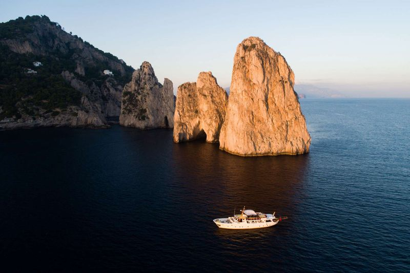 Entrancer Yacht Charter - Ritzy Charters