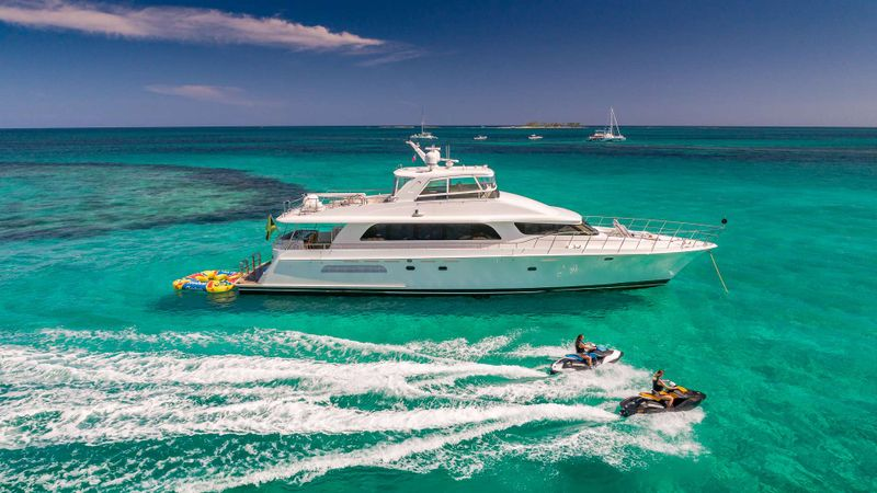 OCULUS Yacht Charter - Ritzy Charters
