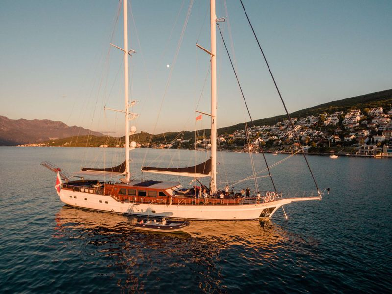 VOYAGE Yacht Charter - Ritzy Charters